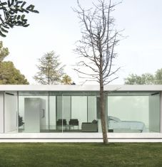 Chic minimalist residences by Fran Silvestre Arquitectos